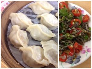 Above is food from my favorite dumpling house, named 福大蒸餃館 (fúdà zhēngjiǎo guǎn). To the left is one bamboo rack of steamed dumplings (蒸餃 zhēngjiǎo) and a side dish of fresh, sliced chili peppers with dried sardines (辣椒小魚乾 làjiāo xiǎo yúgān). To the right is bowl of hot and sour noodles (酸辣麵 suānlà miàn).