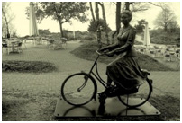 A statue of HM, Queen Beatrix ON A BIKE!! Even the Queen uses them.