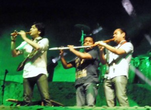 Lucho Quequezana and part of his band playing on the Huaca