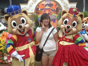The Two mascot for Lotte World ( I believe they are raccoons.)